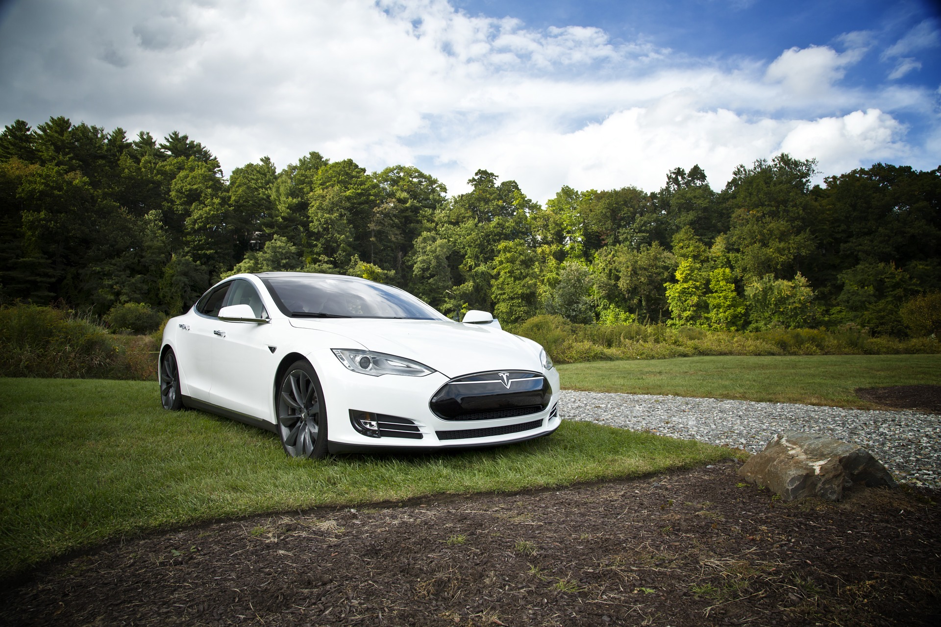 Tesla sbanda fortemente a Wall Street